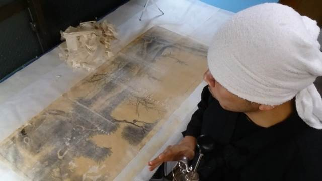 Request for Restoration of Damaged Hanging Scrolls from the UK